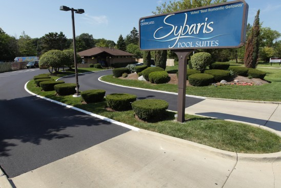 Sybaris Pool Suites Northbrook