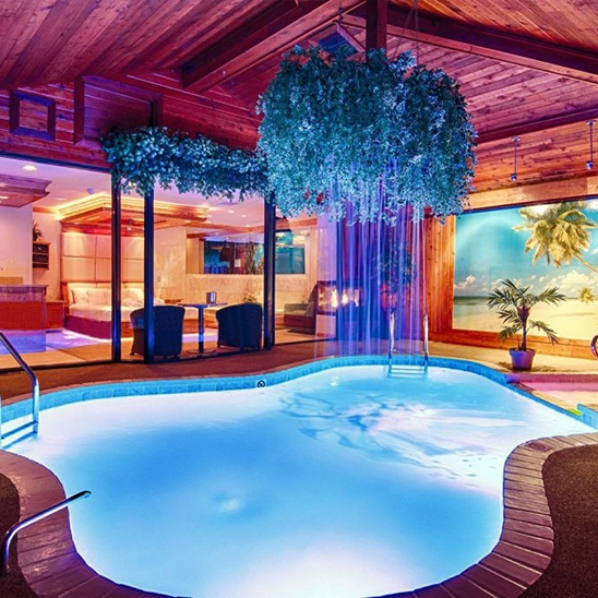 Afternoon Getaway in the Majestic Swimming Pool Suite